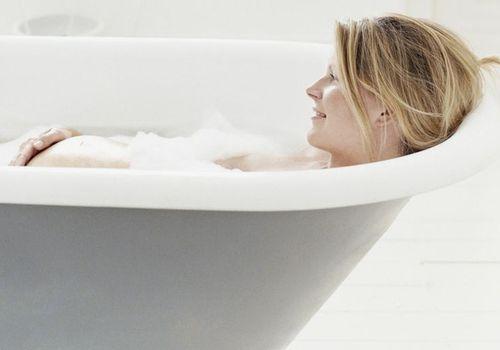 taking-bath-while-pregnant-vs.jpg
