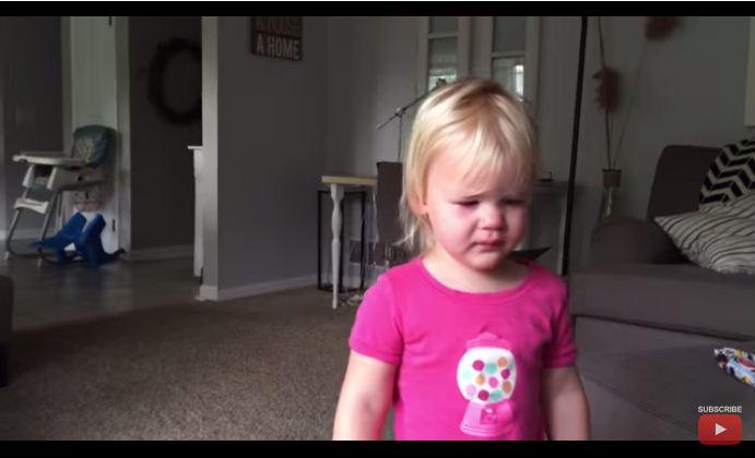 Подробности  Женские новости · Милейшее видео  младенец успокоил плачущую  сестру 919197a50c8